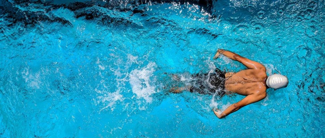 Почему полезны занятия в бассейне при заболеваниях спины